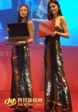 成都电脑节高科技产品给力黑美女超短裙丝袜戚薇视频性感图片