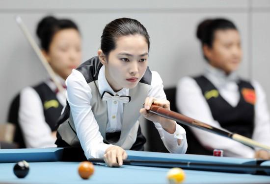 图文 台球美女对决潘晓婷vs车侑蓝