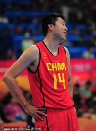 中国男篮76 66韩国 大郅笑了