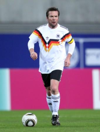 图文-德国世界杯冠军VS前西德明星 老马宝刀未