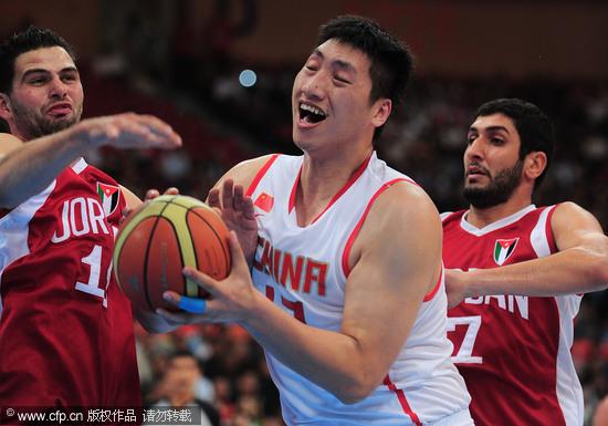 中国男篮VS约旦 唐正东上篮