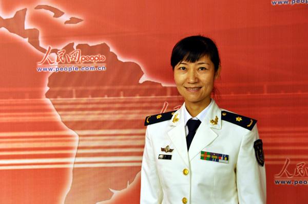 组图:海军官兵做客人民网畅谈和平方舟出访