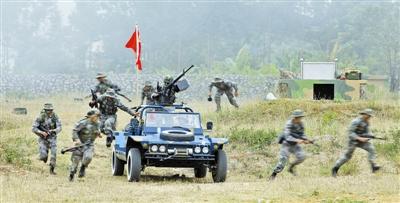 桂林空军学院空降兵专业学员展开联演联训图片