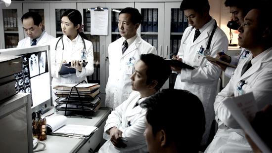 《医者仁心》10日央八开播 医学博士本色出演
