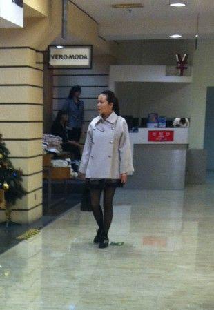 偷拍自拍无码�9��yl#�+_疑似女星孟茜商场试衣遭偷拍