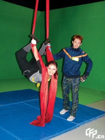 女烈江若琳倒吊美女倒吊女人