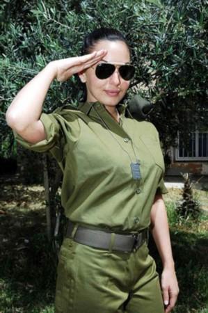 美女俄美女空降兵俄罗斯空降兵尤利娅性感美女  竖
