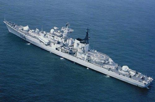组图:媒体公布中国海军潜艇基地和新型战舰照片