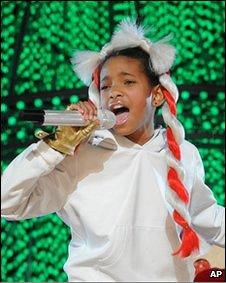 为最年轻冠军女歌手.-十岁童星打上英国排行榜亚军