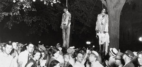 黑人强奸空组_这是一张非常有名的照片,拍摄于1930年,黑人青年强奸了白人妇女并