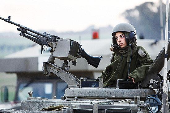 军事资讯_新闻中心 军事新闻 军情观察 正文    在全民皆兵的以色列,腰间横挎一