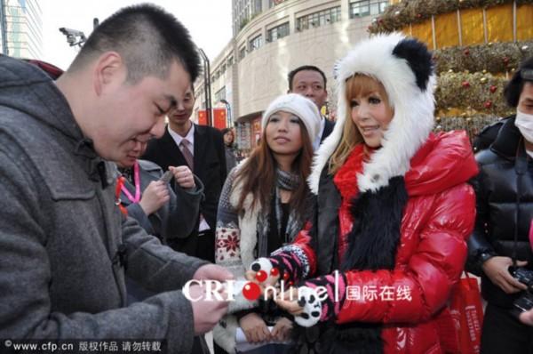 上海日本av那里买_日本av女优红音上海派安全套 参加艾滋宣传活动