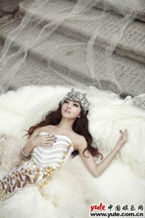 qq皮肤女生白色婚纱
