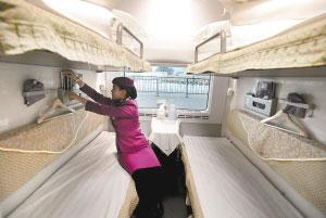 """2010年12月3日,""""和谐号""""crh380动车组列车在京沪高铁枣庄至蚌埠段上"""