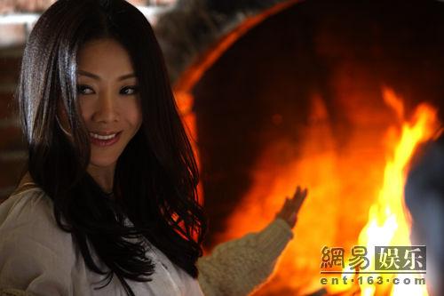 日本巨乳人体艺术-张柏芝-美女写_王筝最新单曲《壁炉》首发 唱出温暖感觉(图)