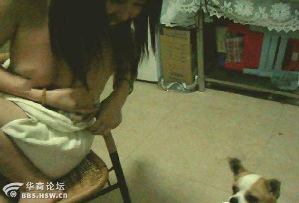 网曝90后少女用乳汁喂养小【组图】