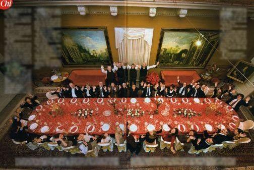 欧美色情乱伦三级片电影_但是这并不是老贝参加政坛活动的合影,而是一张家庭聚餐的照片.