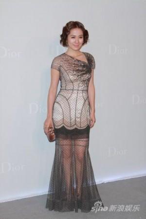叶璇出席顶级品牌时装秀 魅力诠释 法式优雅