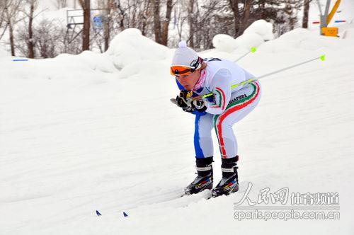 大冬会越野滑雪女子追逐赛精彩瞬间