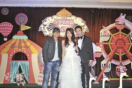 唐素琪嫁发型师张思伟,侧田到贺,并拉着新娘合唱图片