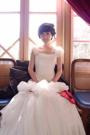 张娜拉纯美婚纱写真 短发新娘造型引追捧