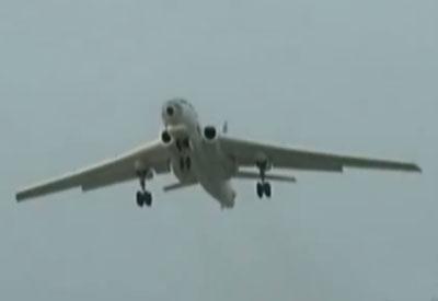 �VӖ��_中国空军新年首训 轰6编队对地突袭