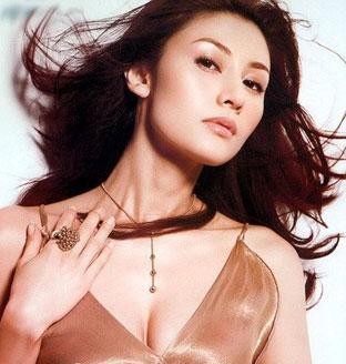 1989年成龙愿意出价38万港元邀请李嘉欣演出电影,后来在一... (41)