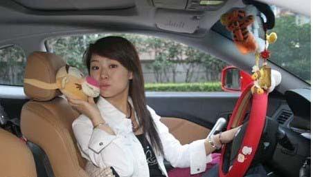 组图:潘晓婷喜迎29岁生日 魅力写真显高贵气质