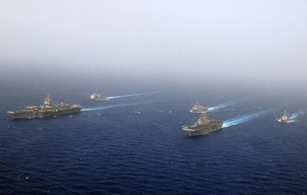 美国航母编队利比亚附近海域游弋