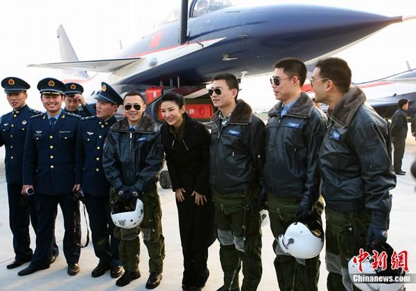 高清图集 中国空军某基地举行电影 歼十出击 首映礼