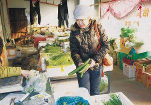 社区居委会组织蔬菜团购帮助困难居民(组图)