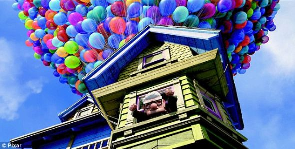 300氦气球牵引特制小屋上天:飞屋环游记成现实