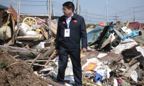 自己在12日下午抵达日本,并于13日辗转来到福岛,并展开了救灾工作.