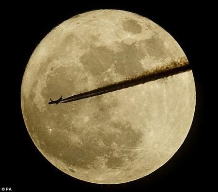 """遇""""超级月亮""""(图)"""
