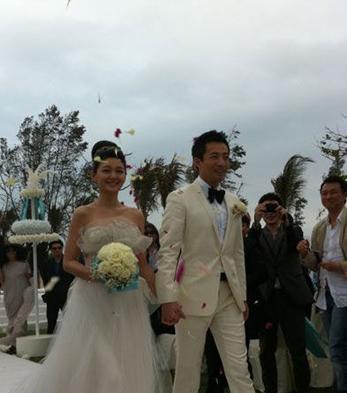时30分,一对新人大S与汪小菲在海南三亚举办大型梦幻海边婚礼.-
