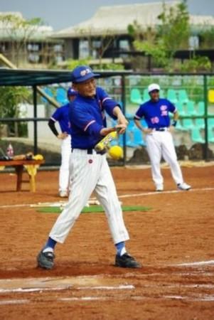 慢投垒球v垒球中老将出马嘎贡百公里越野赛图片