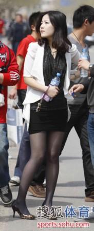 黑丝熟妇_洛杉矶大雨瓢泼熟女柯特妮仍着短裙拍摄