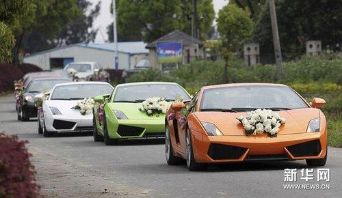 温州豪华婚车队媲美上海车展 26辆车估价过亿 高清图片