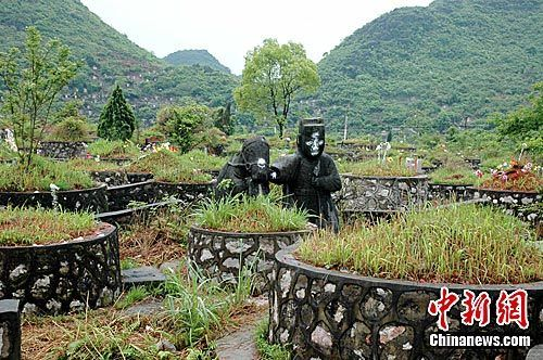 广西桂林靖江王陵遭数万座私坟蚕食(图)