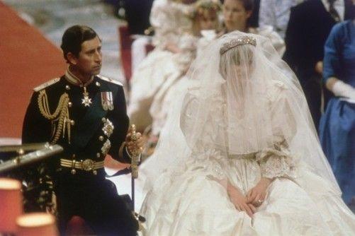 戴安娜王妃当年的婚纱