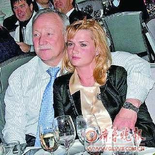 霍尔金娜与普京_霍尔金娜被传嫁俄政界将军