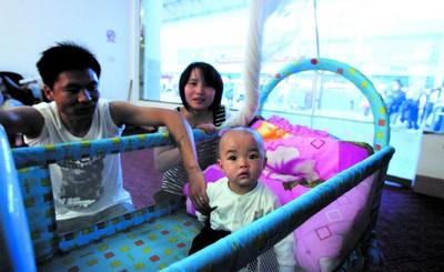 汽车南站涌现微笑服务班 她们的名字叫南精灵高清图片