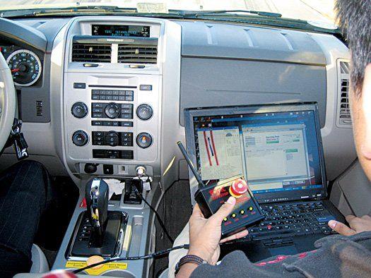 这辆汽车上安装的导航装置是激光传感器和照相机,它们是由弗吉尼亚