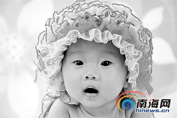 南国宝宝大赛 归国爸爸要给宝宝拍视频图片