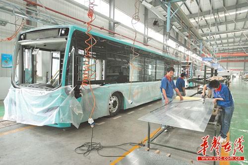 图为比亚迪长沙新能源客车生产基地. 记者 徐行 摄高清图片