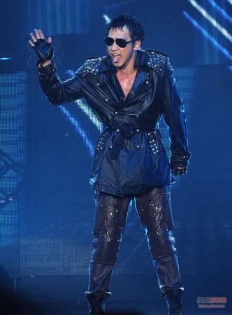 2011rain演唱会_rain上海演唱会 服兵役前湿身登场