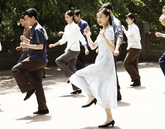 《奋斗》中徐翠翠凭借得天独厚的嗓音优势,为露露一角的现实,娇蛮添色