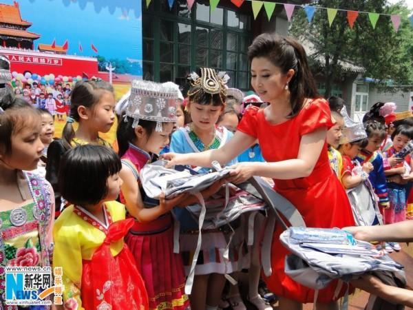 刘媛媛携56民族儿童共唱 民生 关注孩子未来
