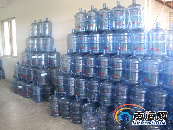 而南山甘露矿泉水厂却依旧对违规桶