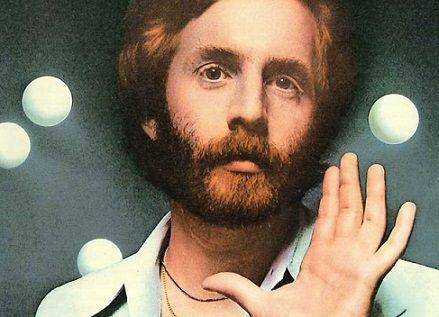 美国知名歌手安德鲁 古尔德病逝 终年58岁